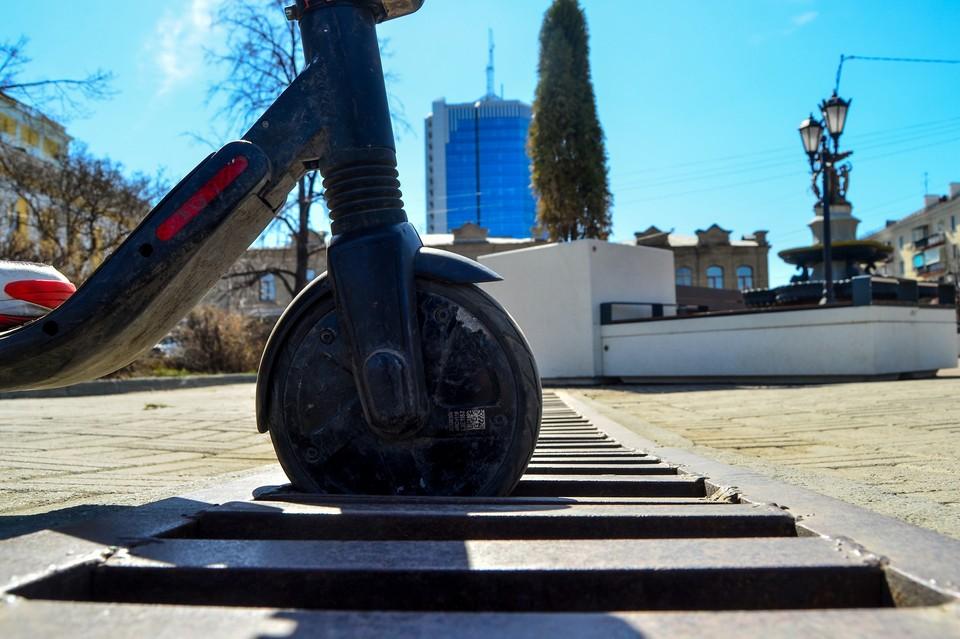 В последнее время шеринг самокатов в Челябинске обсуждается общественностью в негативном ключе