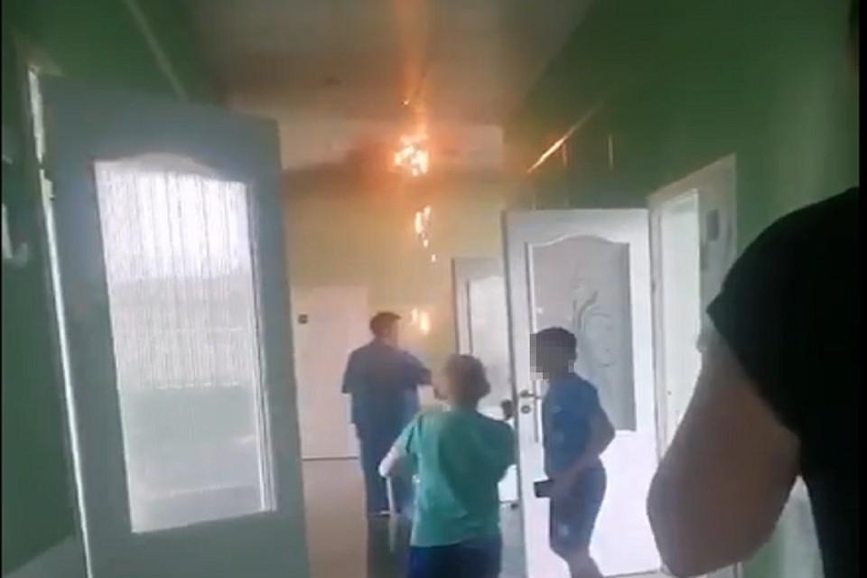 Очевидцы рассказали, как прошла эвакуация в новосибирской детской больнице. Фото: стоп-кадр.