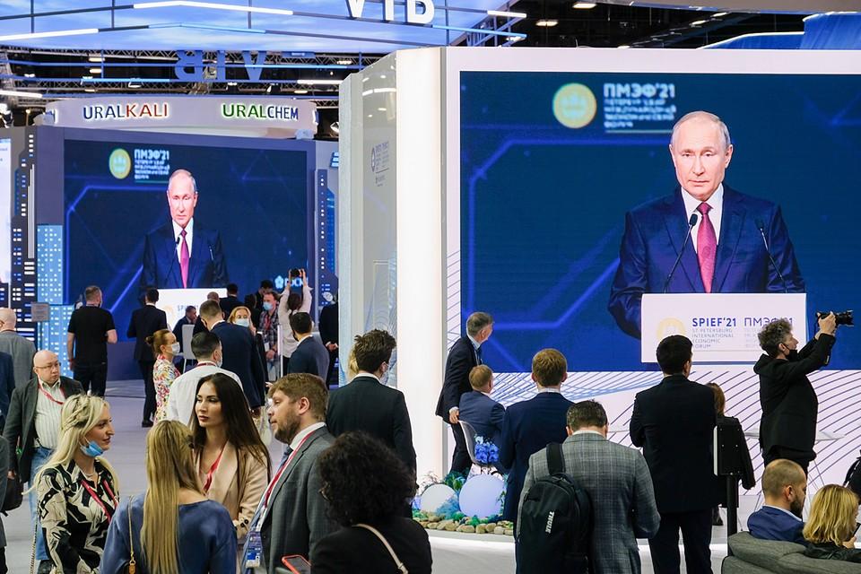«КП» собрала самые яркие ответы президента на вопросы журналистов