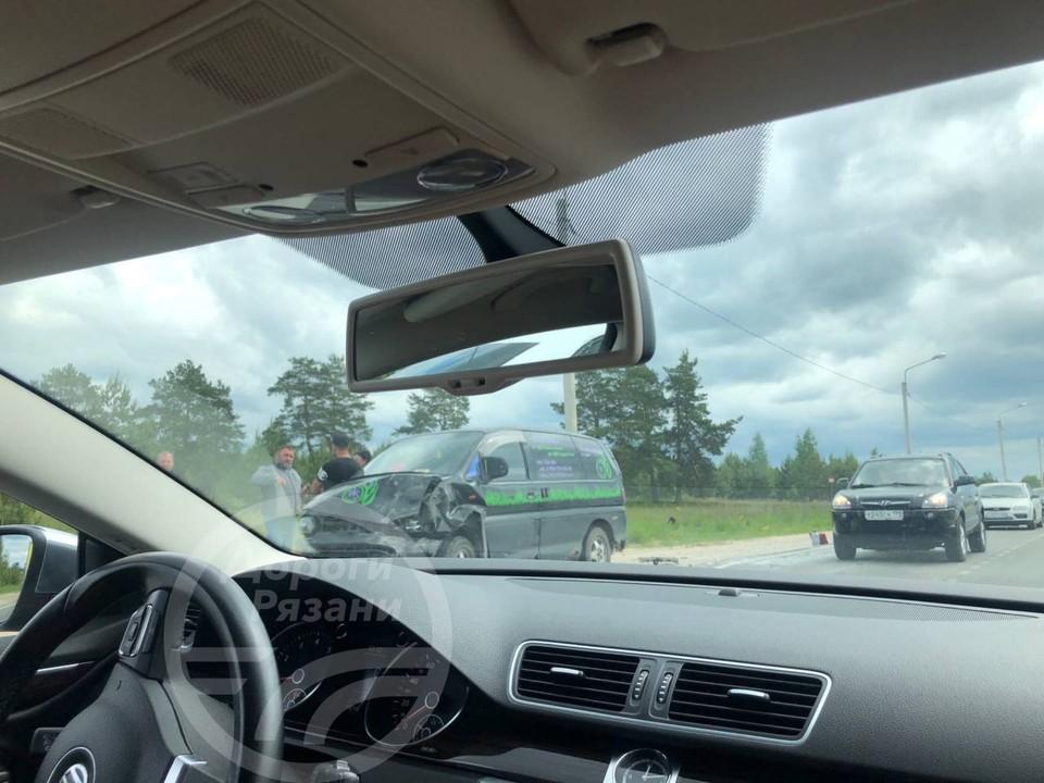 У села Алеканово произошло ДТП с участием автофургона. Фото: Дороги Рязани.