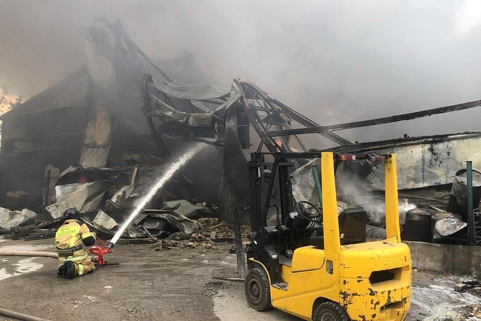 Как рассказывают очевидцы, сотрудники МЧС довольно быстро локализовали пожар