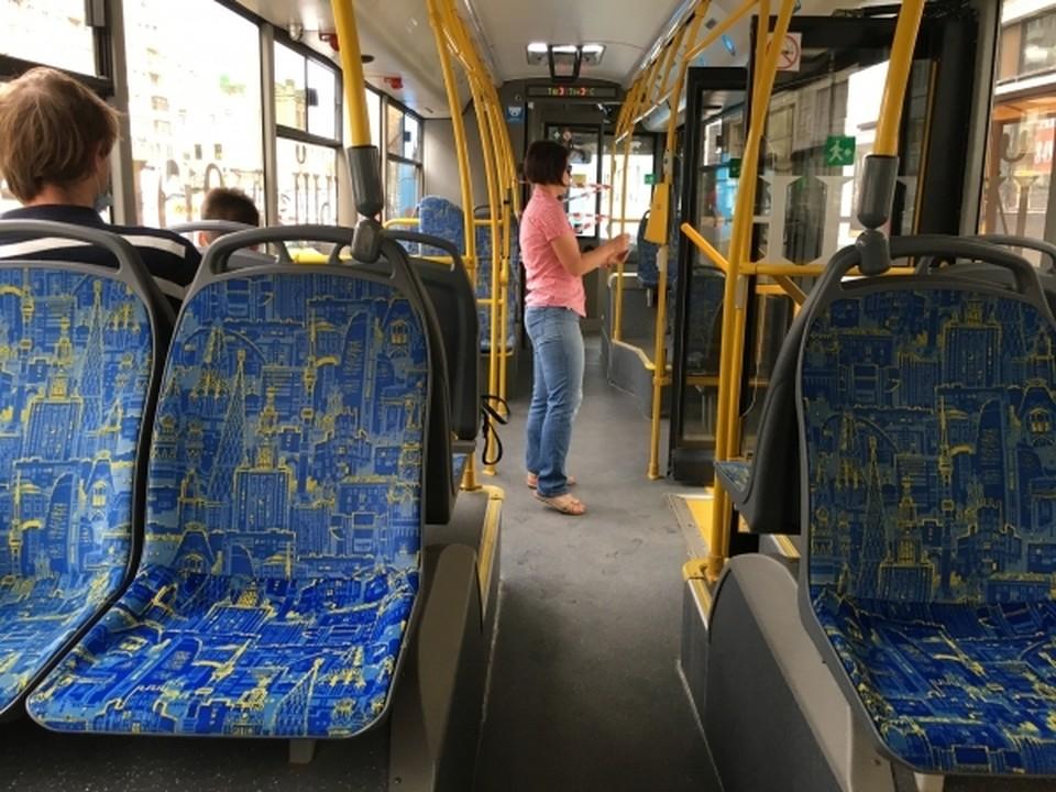 Водитель маршрутки и пассажирка спасли ребенка в Смоленске.