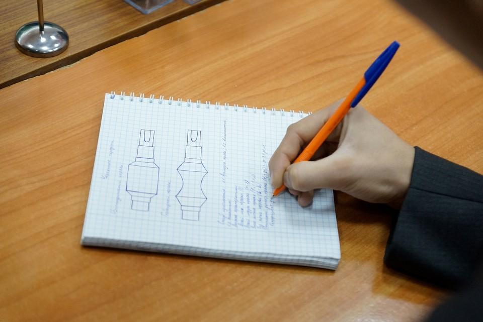 Реже всего требование к грамотности можно встретить в вакансиях сфер «Рабочий персонал» и «Добыча сырья»