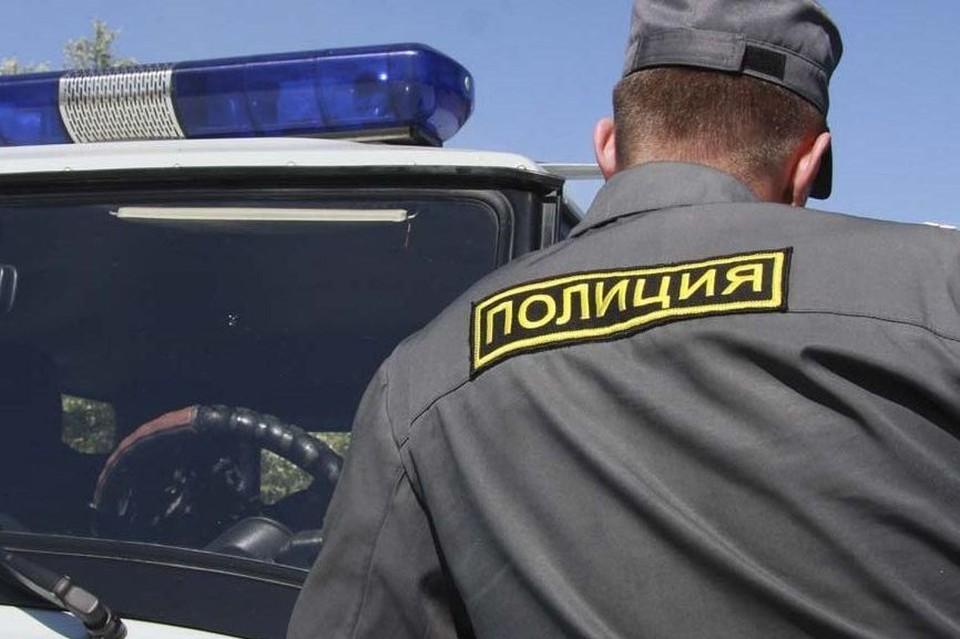 Полицейские проводят проверку по факту этого ДТП