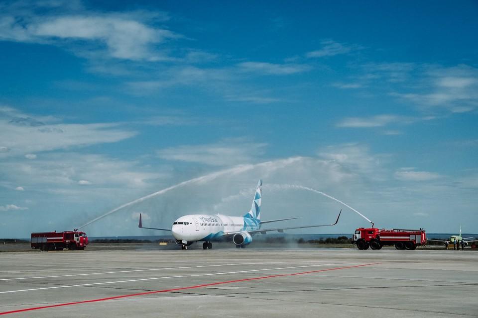 Вот таким необычным образом встретили самолет в аэропорту Курумоч