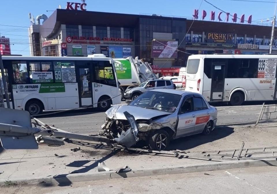 Машина на огромной скорости протаранила двоих пешеходов.