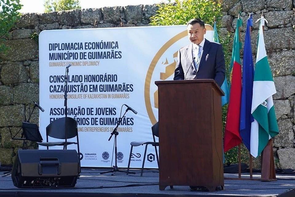 Посол Казахстана в Португалии Даулет Батрашев.