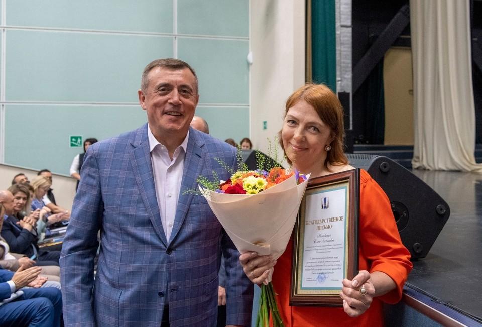 Валерий Лимаренко поздравил долинских социальных работников
