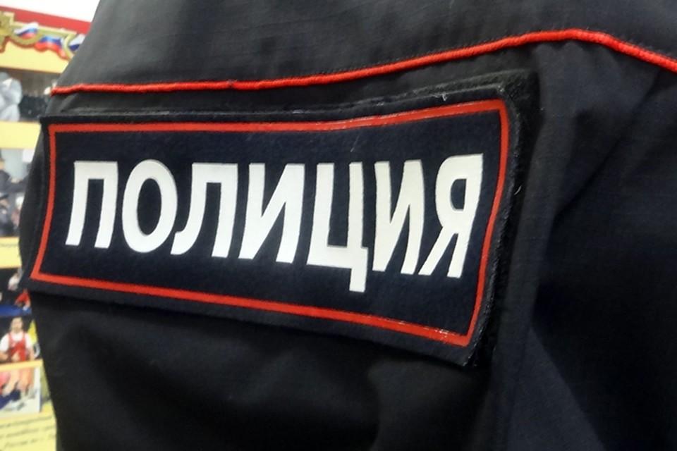 Тюменец топором ранил сожительницу, которая в алкогольном припадке била дверь.
