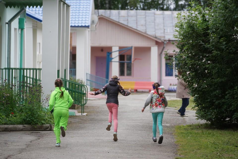В летнем лагере дети могут быть детьми и забыть о домашних неурядицах