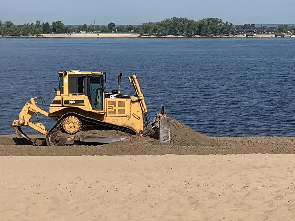 До конца недели песок обновят на всех городских пляжах Фото: администрация Самары