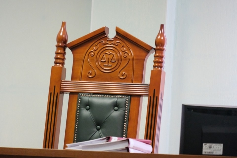 В Смоленске 50-летнего учредителя фирмы задержали по обвинению в мошенничестве.