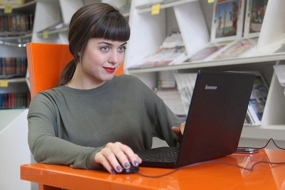 Мошенники обманули женщину в Интернете