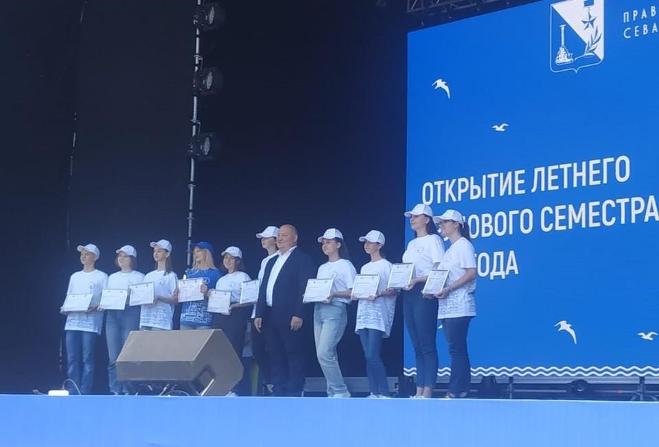 В Севастополе созданы губернаторские школьные трудовые отряды