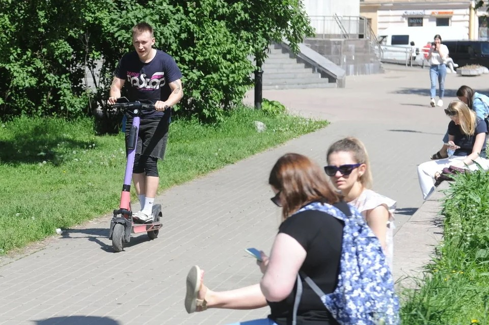 В Петербурге официально запретили электросамокаты на Невском проспекте и других центральных улицах.