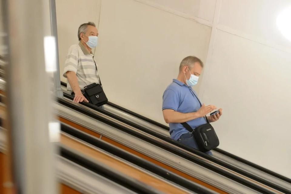 В Комздраве Петербурга назвали причину роста заболеваемости коронавирусом в городе.