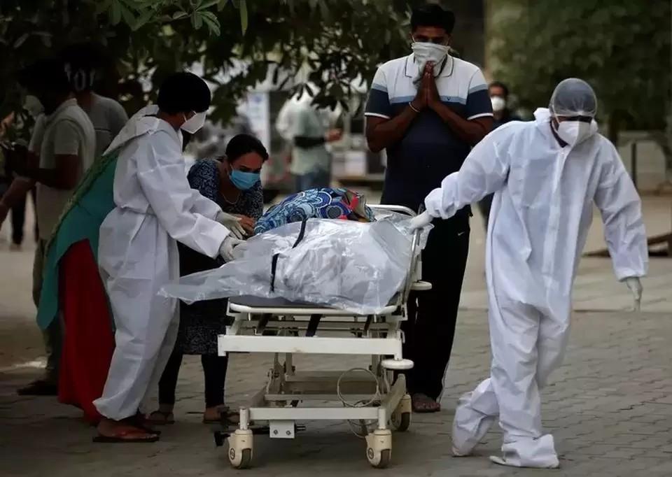 В Индии зафиксировали новый антирекорд по числу смертей от коронавируса