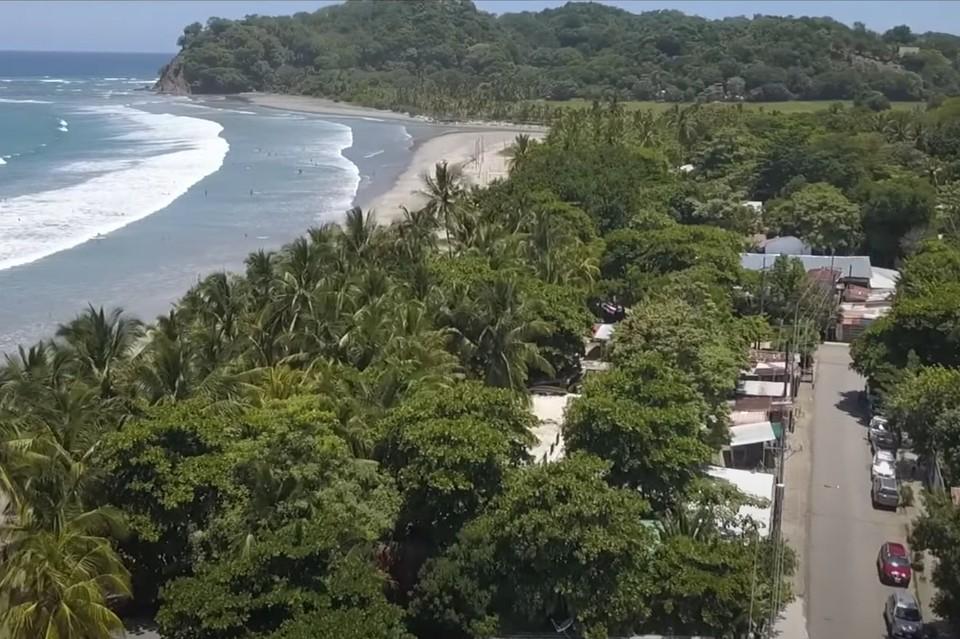 Если сильно прищуриться - почти Жигулевские горы! Фото: скриншот видео A Walk Through of Samara Costa Rica
