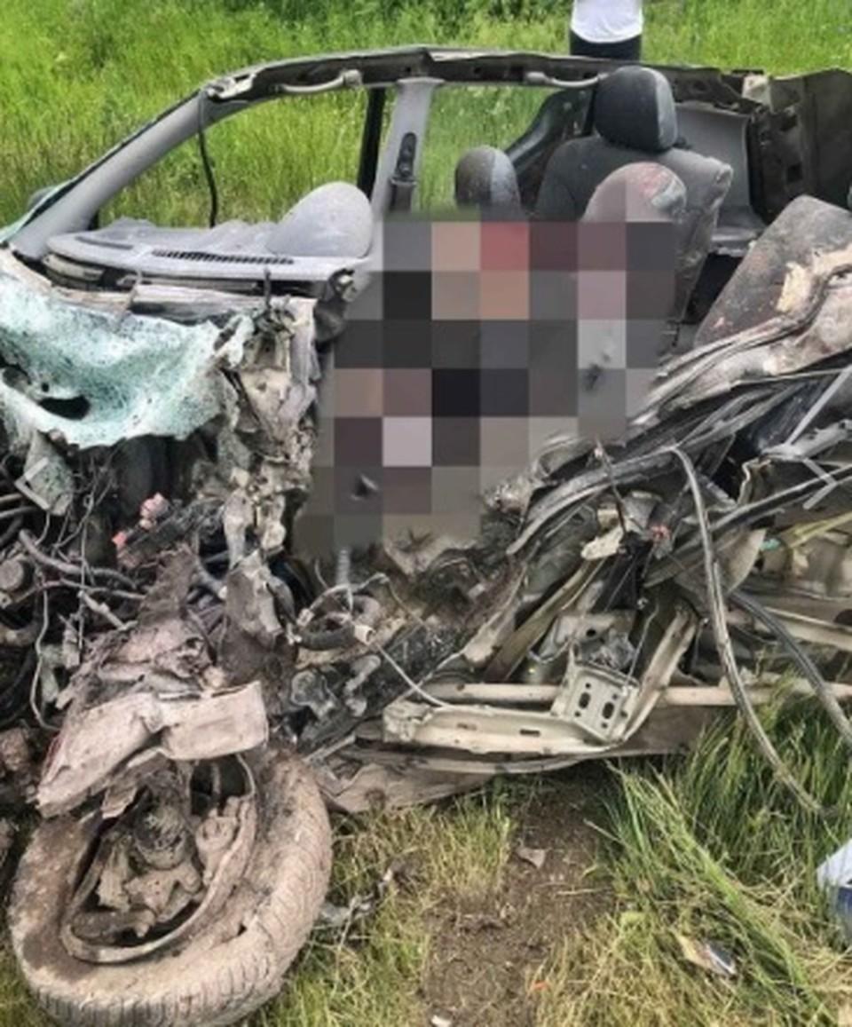Водитель автомобиля погиб на месте (Фото: deschide.md).