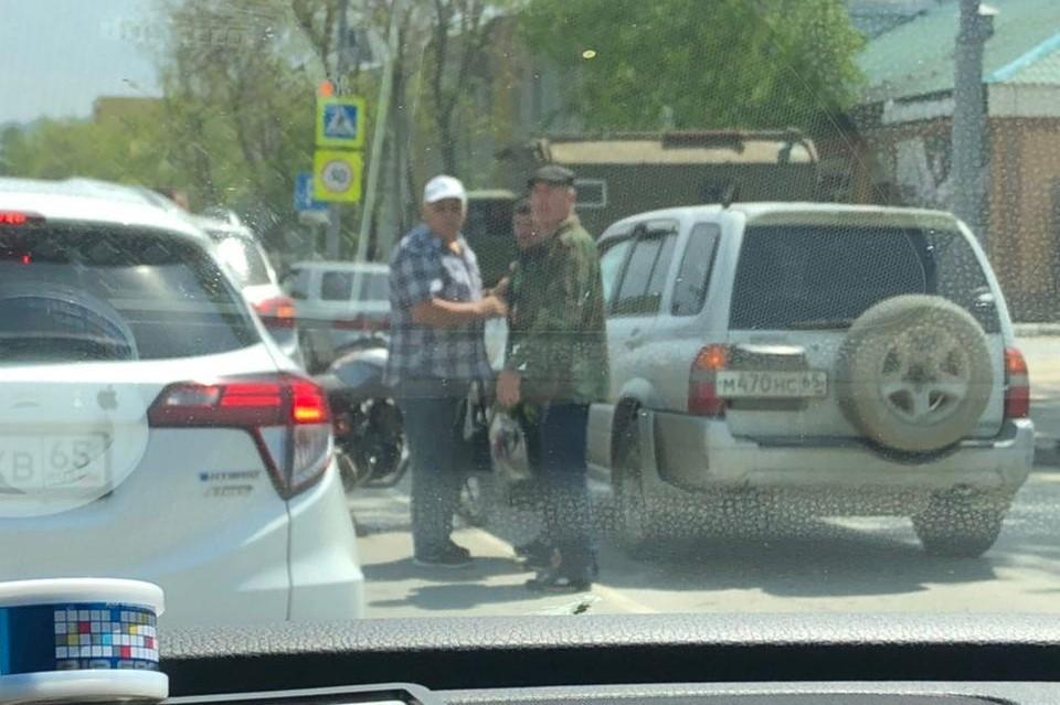 На улице Сахалинской наблюдается затор