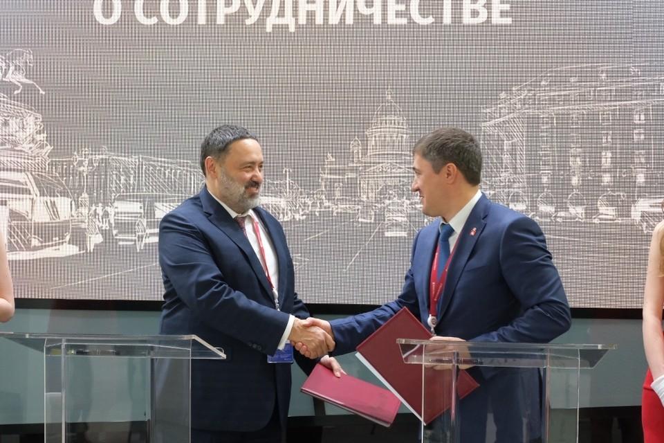 Соглашение подписали президент компании «КОРТРОС» Вениамин Голубицкий и губернатор Пермского края Дмитрий Махонин