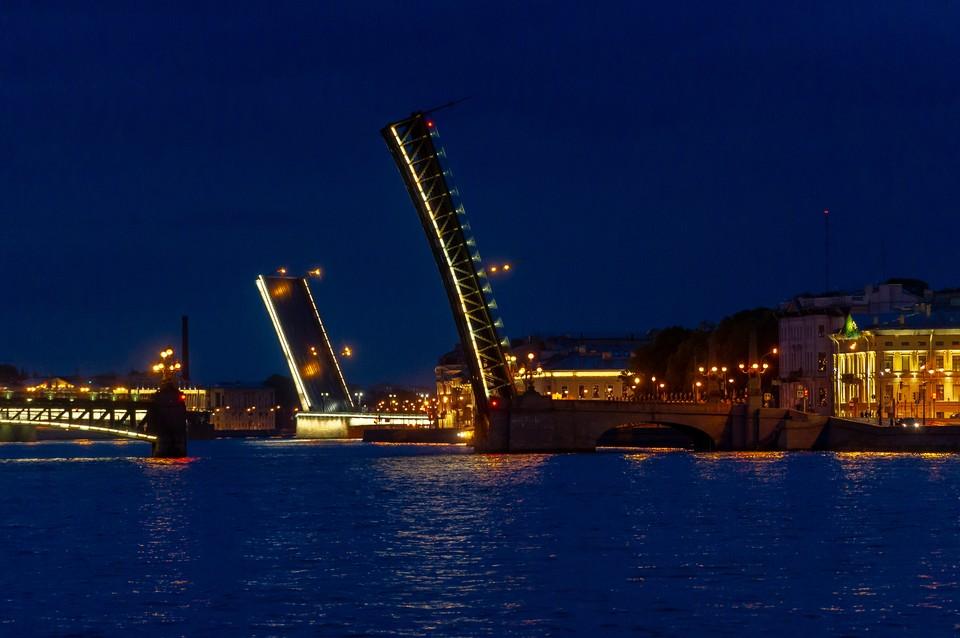 Из-за празднования Дня России мосты разводить не будут.