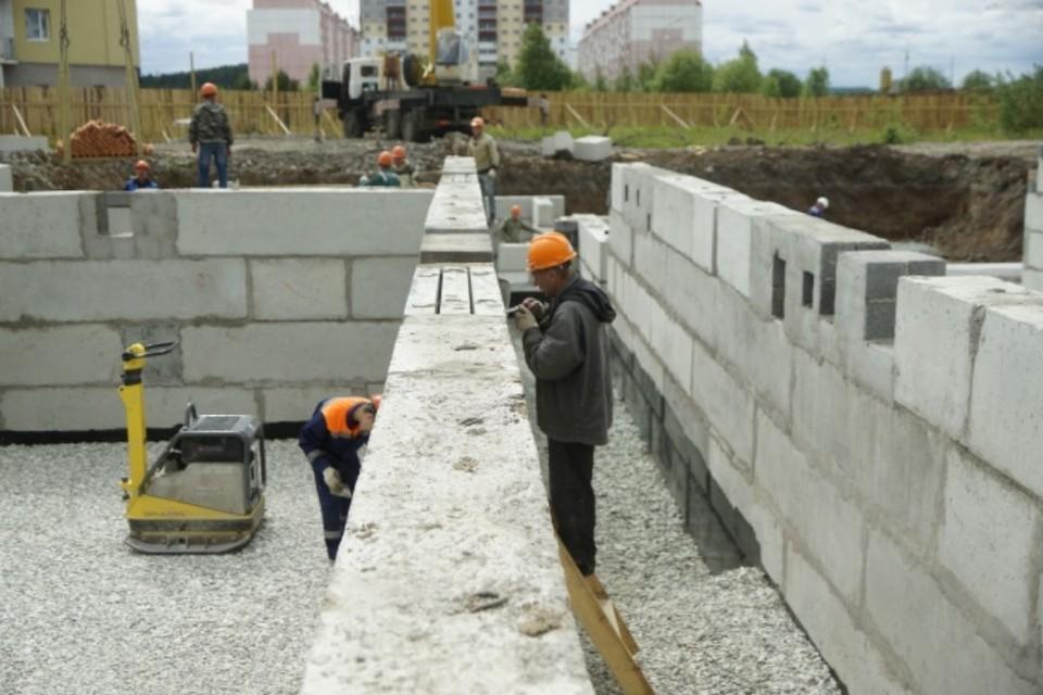 Всего в 2021 году для переселения граждан из аварийного жилья планируется построить 7 домов.