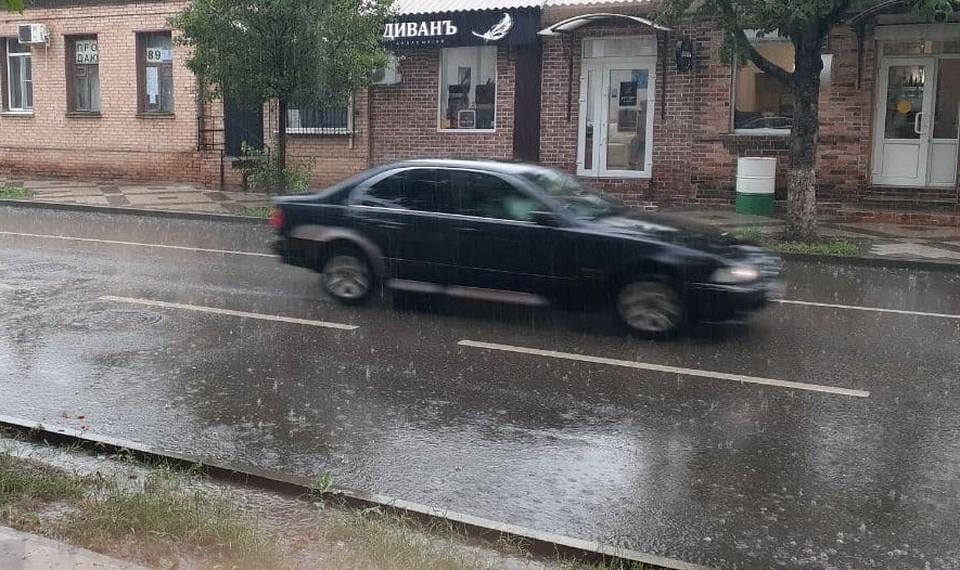 Последствия ливня в Краснодаре 11 июня 2021: пробки 10 баллов и лужи-озера