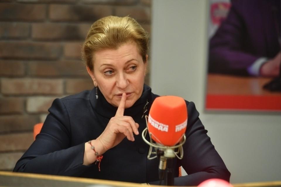 Анна Попова заявила, что советы об отказе от вакцинации уносят жизни людей