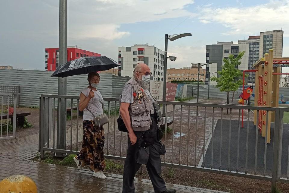 Анатолий Вассерман заявил о необходимости ужесточить контроль над застройщиками жилья во время встречи с жителями ВАО. Фото: Алена КУРЕНОВА.