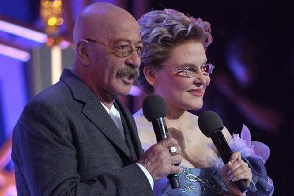 Церемонию традиционно проводят известная телеведущая и врач Елена Малышева и Александр Розенбаум