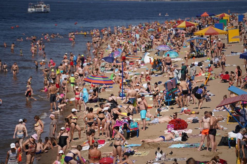 Пляжи в Самаре напоминают морские курорты в туристический сезон