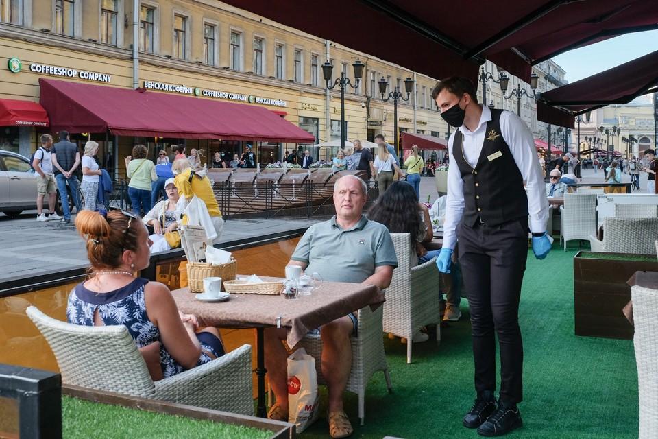 """Смольный и бизнес обсуждают идею введения """"ковид""""-паспортов в Петербурге."""