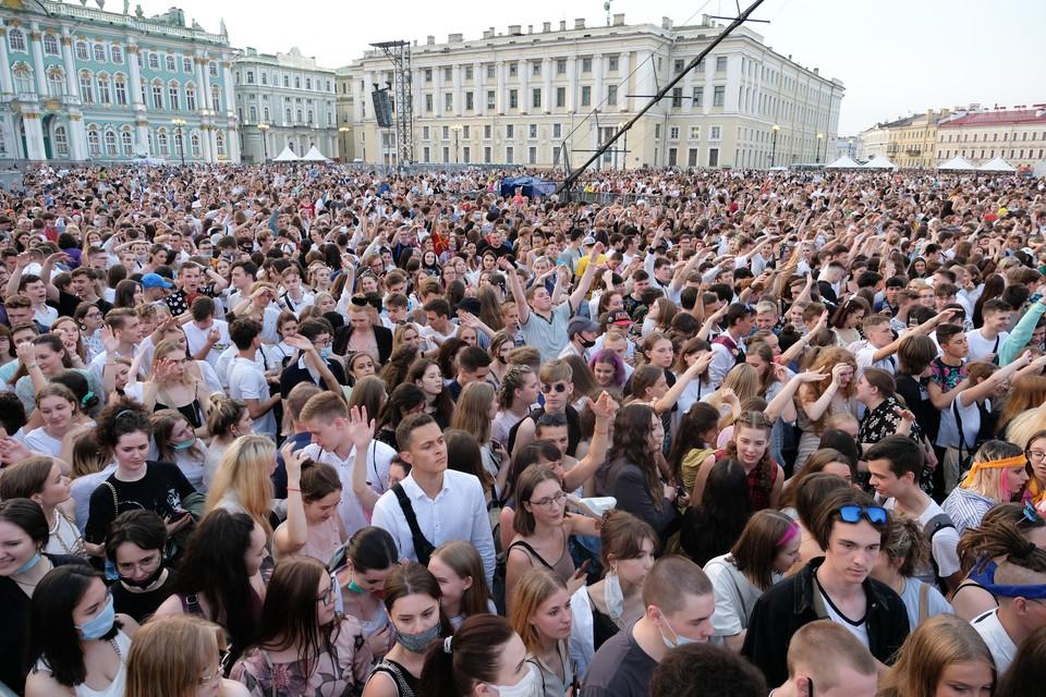 Чем обернется для города толпа без масок?