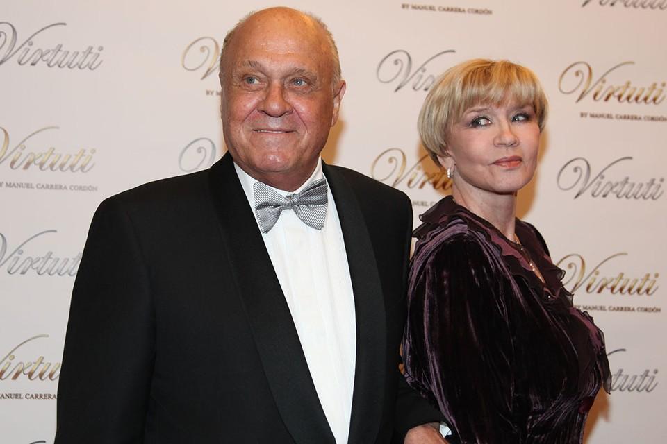 Владимир Меньшов и Вера Алентова поженились еще на втором курсе Школы-студии МХАТ, где вместе учились в начале 60-ых.
