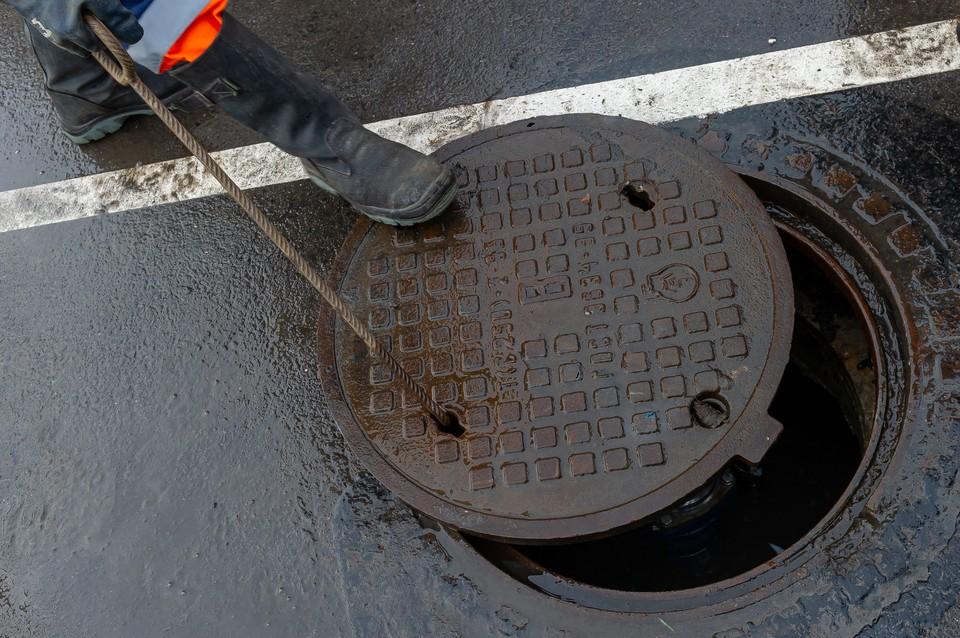 Из-за жары канализация в Петербурге стала засоряться чаще.