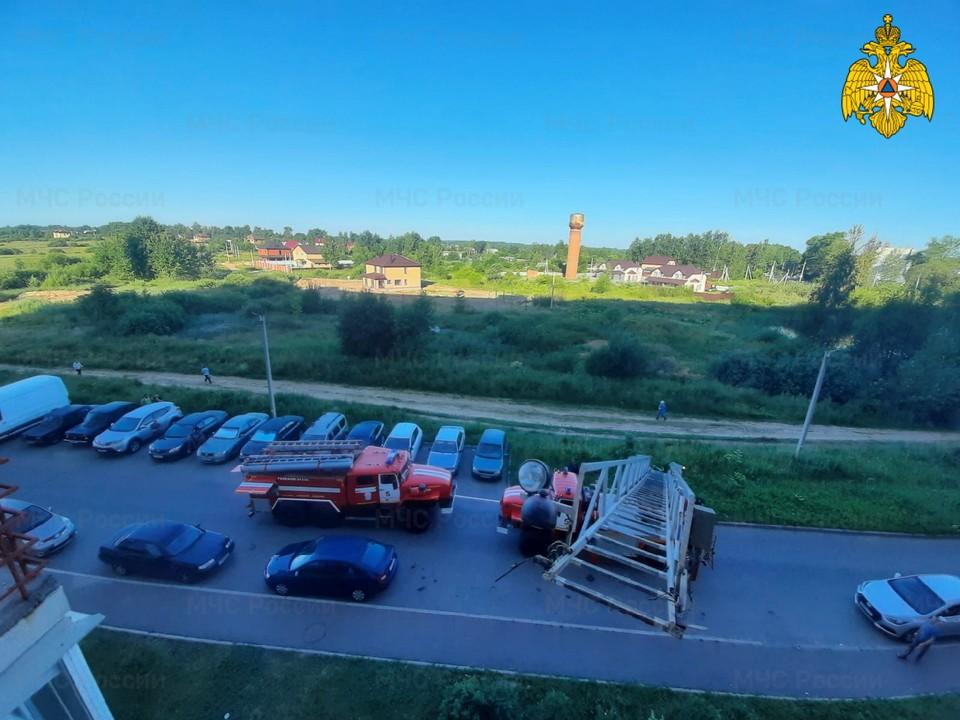 Четверо людей эвакуировали при пожаре на Киевском шоссе в Смоленске. Фото: ГУ МЧС России по Смоленской области.
