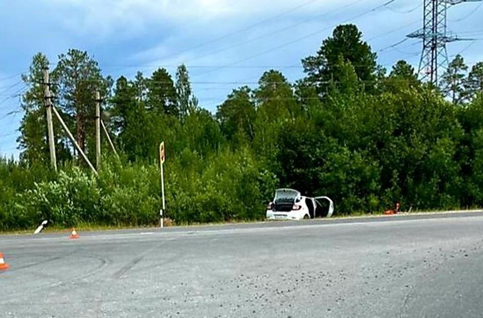 Автоледи на «Рено» не справилась с управлением и съехала с дороги Фото: ГИБДД России