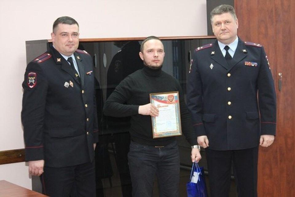 """Еще несколько лет назад Олег Яшин (на фото слева) и Андрей Гусаров (справа) вместе награждали активистов """"Ночного патруля"""""""