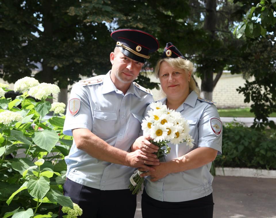 """В день семьи полицейские из Орла поделились историей любви, начинавшейся в духе фильма """"Служебный роман"""""""
