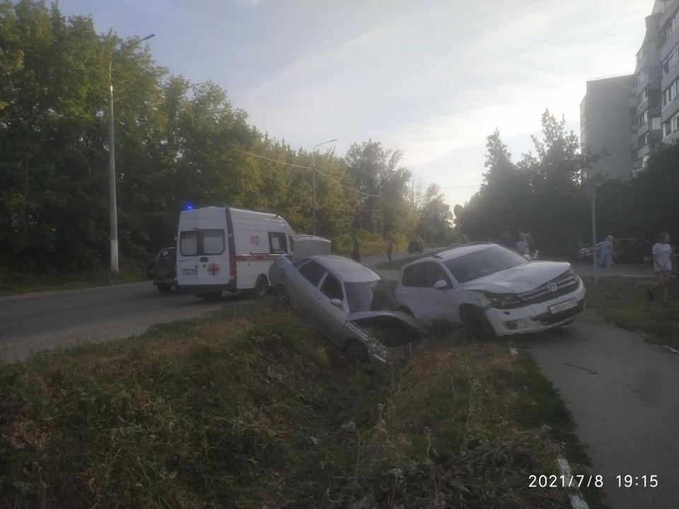 Автомобили вылетели с дороги. Фото - ГУ МВД России по Самарской области