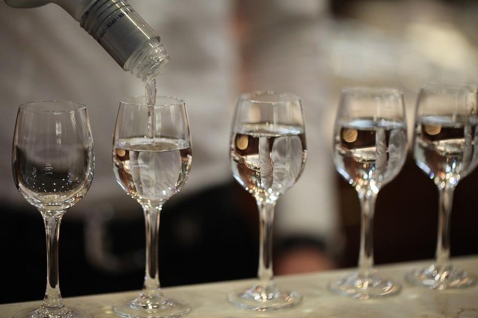 Астраханку обвинили в продаже контрафактного алкоголя