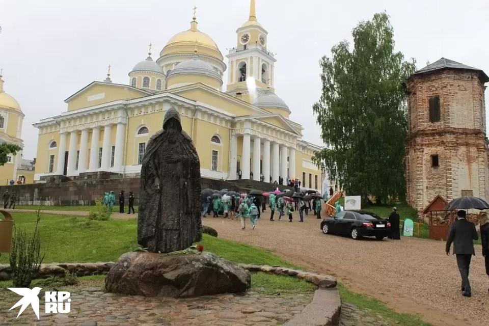 Монастырь в честь святого Нила Столобенского был основан на озере Селигер в 1594 году.