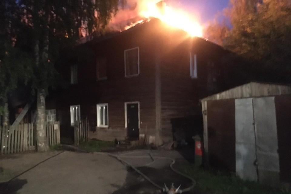 В тушении возгорания участвовали семь пожарных расчетов. Фото: ГУ МЧС по Кировской области