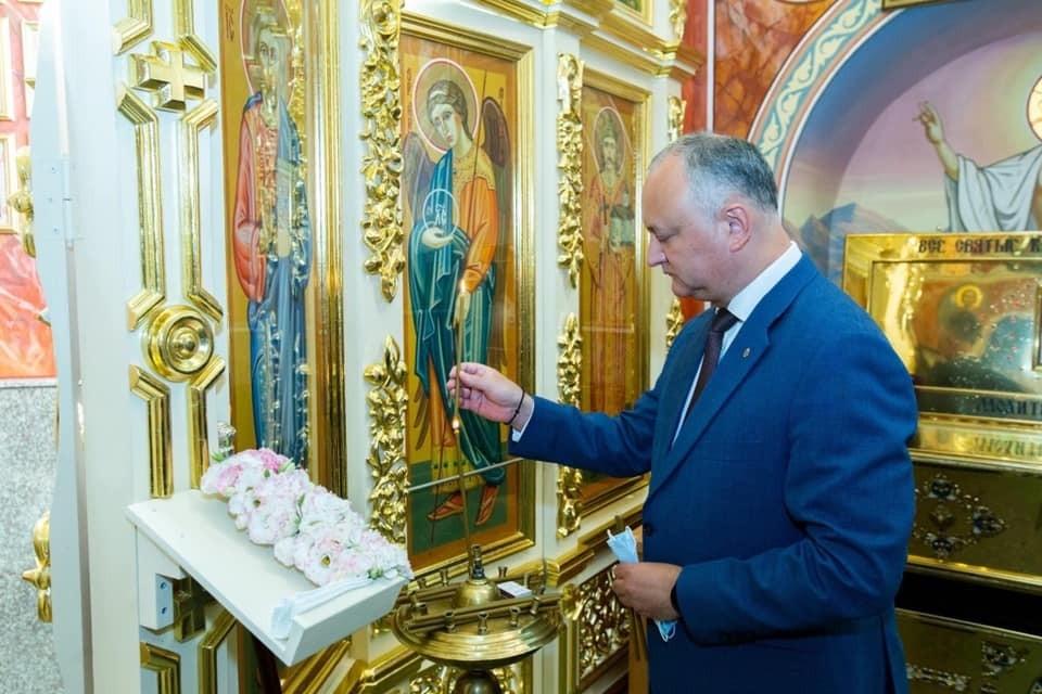 Лидер ПСРМ Игорь Додон отправился в церковь.