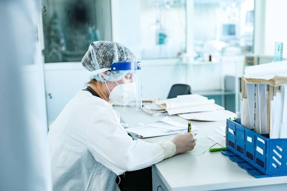 По словам специалистов, те, кто поставил прививку, переносят болезнь легче Фото: Минздрав Амурской области