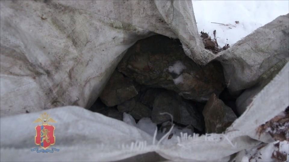 Под Красноярском полиция нашли 11 тонн незаконно добытого нефрита. Фото: скриншот видео МВД