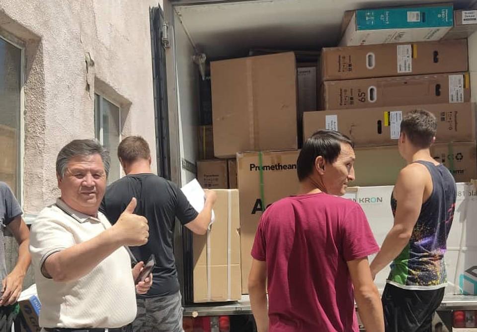 Всего в эти центры передано 7 148 предметов офисного и компьютерного оборудования (Фото: Марина Гречанная).