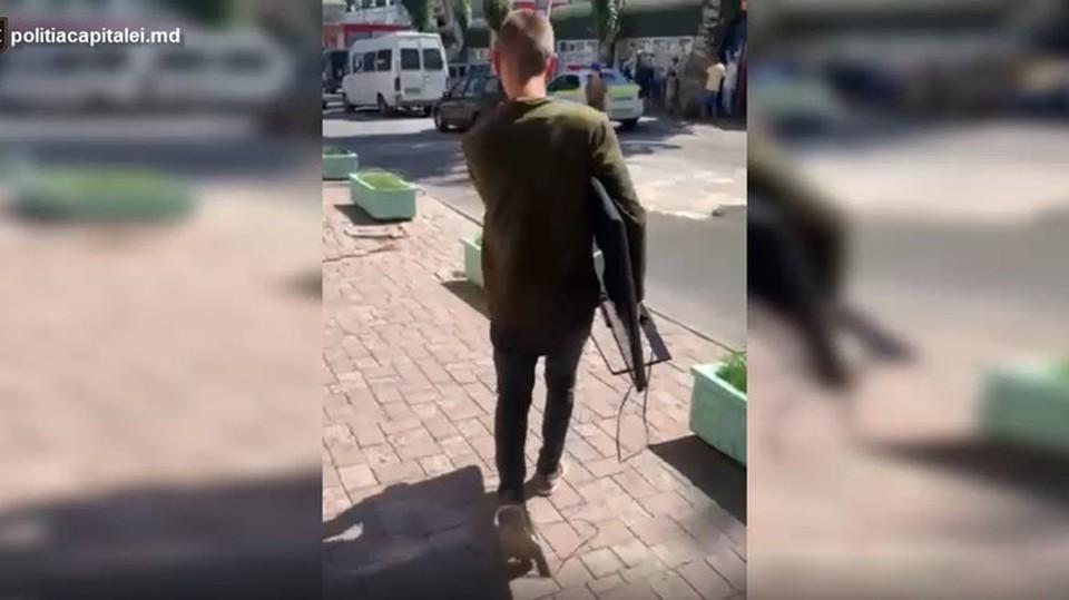 Молодой человек отнес украденный телевизор в ломбард. Фото: deschide.md