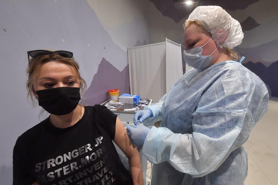 В ДНР вакцину планируют завести со дня на день, но пока обещания так и остаются обещаниями